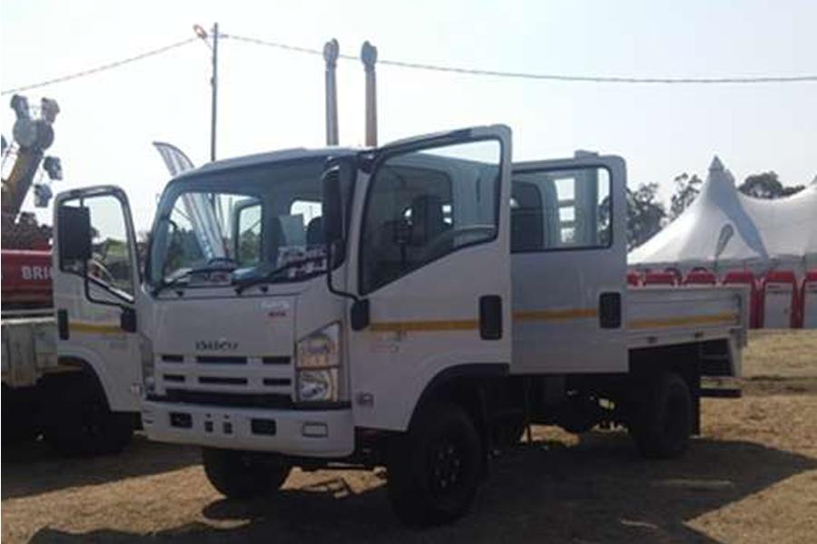 Isuzu Cattle body NPS 300 4x4 Crew Dropside Truck