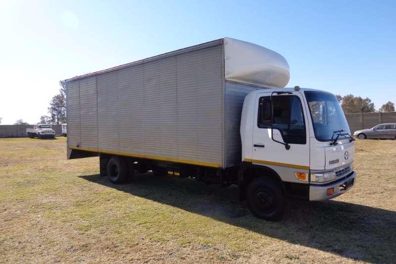 Hino Volume body HINO 10-166 Â  6-ton Truck