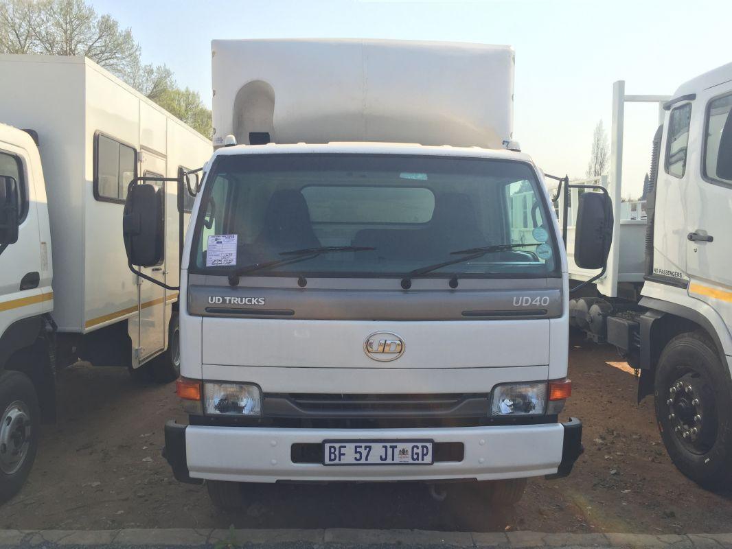 Nissan UD 40 Van Body